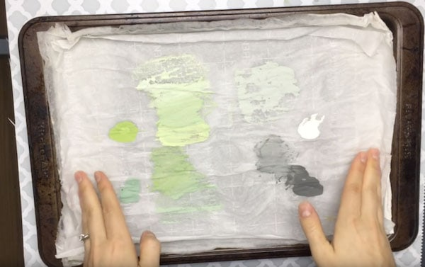 DIY wet palette to help slow down your acrylic paint drying time